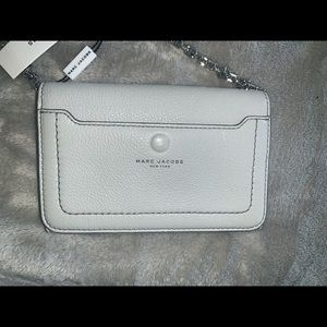 Marc Jacobs Bags - Marc Jacobs Empire City Pebbled Leather Wallet Bag